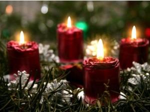 red-christmas-candles