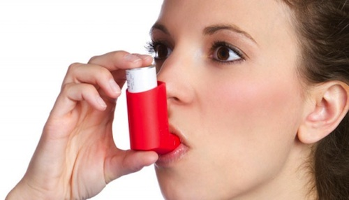 Asthmatic using an inhaler
